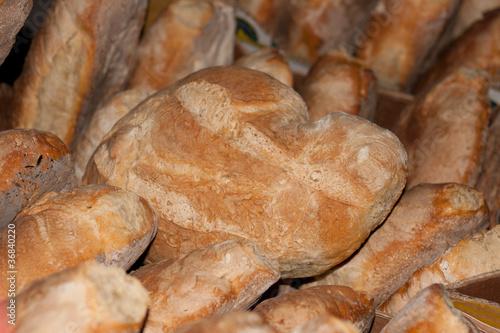 Barras de pan y hogazas de pan tostado