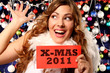 Mädchen wünscht Frohe Weihnachten