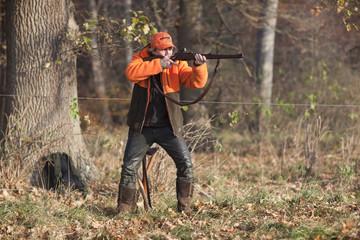 Jäger bei der Drückjagd