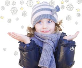 Bambina coni fiocchi di neve
