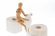 Holzfigur auf Rolle Toiletten Papier