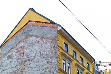 Baulücke zwischen zwei Häusern