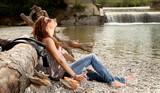 Fototapety Mädchen entspannt im Park