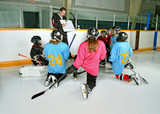 Fototapety Hockey Coach with Players at Practice