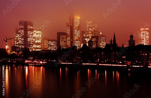 fototapete skyline frankfurt am main bei nacht fototapeten aufkleber poster leinwandbilder. Black Bedroom Furniture Sets. Home Design Ideas
