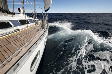 Segelyacht auf dem Meer