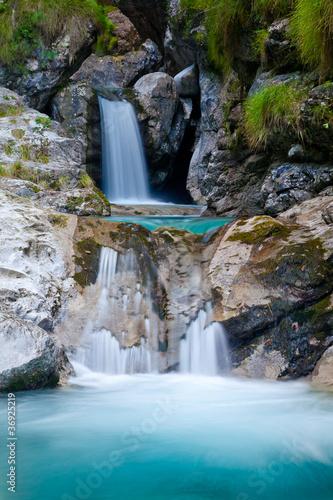 kaskada-krystalicznej-wody