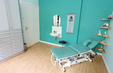 Massageliege beim Heilpraktiker