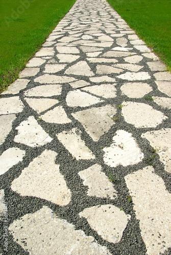 Weg aus Natursteinen - 36931413