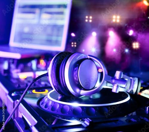 Mikser DJ ze słuchawkami