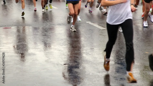 Many people running legs