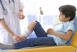 Urgences - Pansement sur un enfant poster