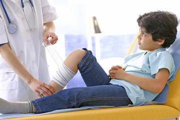 Urgences - Pansement sur un enfant