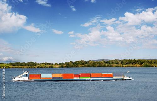Péniche transportant des conteneurs - 36968260
