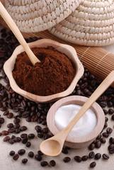 caffè macinato e zucchero