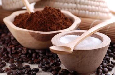 zucchero e caffè macinato
