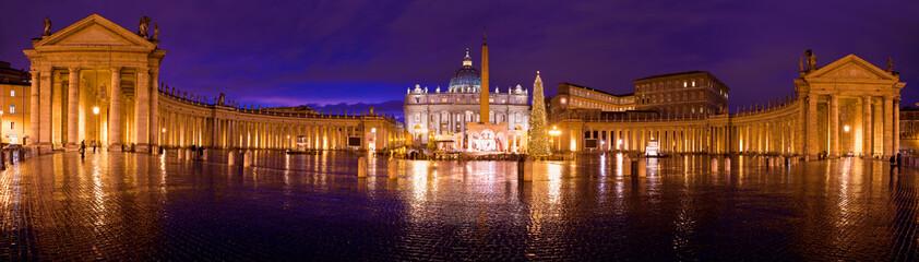 Basilica di San Pietro e Colonnato del Bernini di notte
