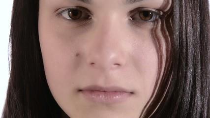 ragazza triste in primissimo piano