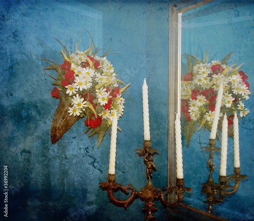 Interno domestico, cornucopia, candelabro, specchio