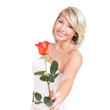 junge blonde Frau mit roter Rose