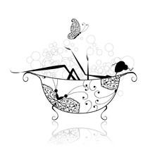 Kobieta w łazience z pianki do projektowania
