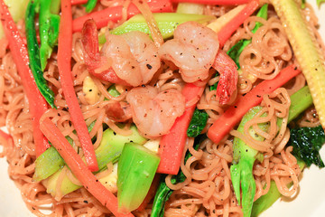 mix vegetable in the noodle with shrimp