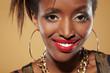 Junge Afrikanerin lächelt