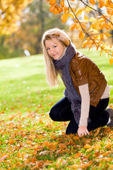 girl in the autumn park