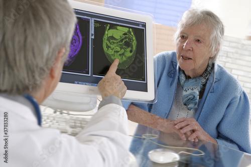 Femme âgée - Examens neurologiques