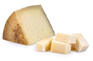 Tacos de queso sobre fondo blanco.