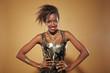 Junge Afrikanerin posiert