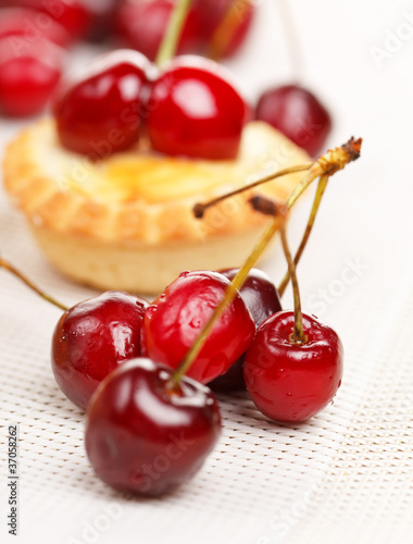 tart with cherries