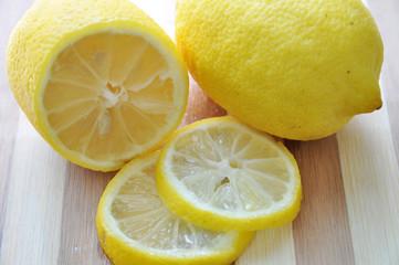 Photograph of a lemon sliced in half