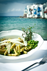 Pasta with peas and thyme