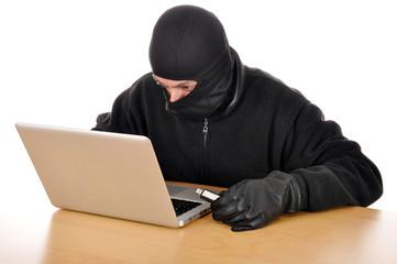 Einbrecher stiehlt Daten