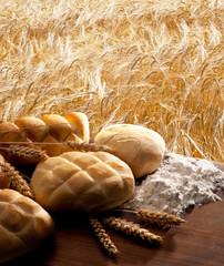 still life con pane su campo di grano