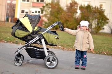 bébé avec poussette