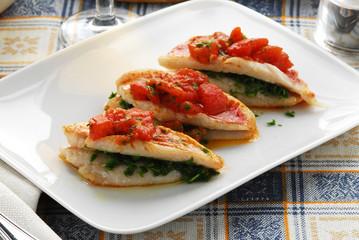 Salmonetes con salsa de tomate y perejil