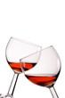 Zwei Weingläser mit kühlem Rosé