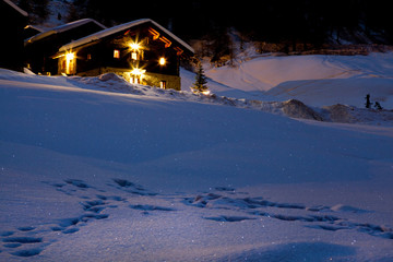 Chalet montano in notturna