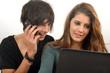 Communication - Jeunes étudiants et ordi portable