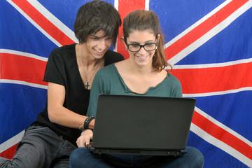 Apprendre l'anglais - Etudiants et ordi portable