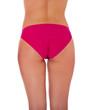Po einer attraktiven jungen Frau im Bikini