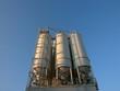 Siloanlage für Baustoffe am Osthafen in Frankfurt am Main