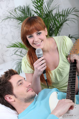 Woman singing and man playing the guitar