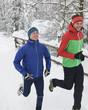 gutgelaunte Jogger im Winter