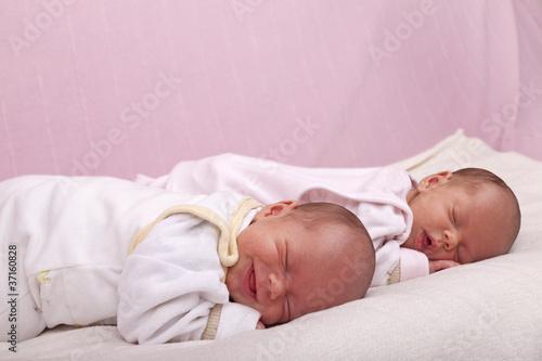Fototapeten,zwillinge,baby,geschwister-scholl-platz,schlafen