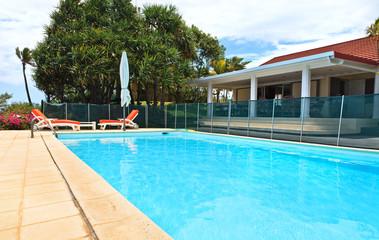 piscine et maison