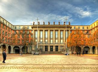 Rathaus Barmen im Herbst