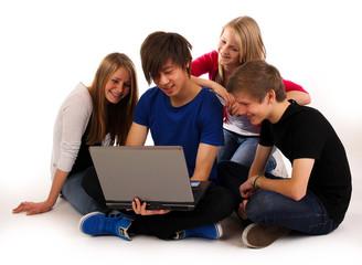 20.11.11 Gruppe vor dem Laptop